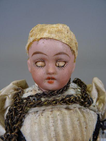 Petite poupée mignonette allemande tête en biscuit, yeux en verre dormeurs, corps...