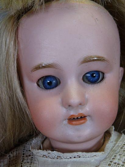 Poupée DEP taille 6, tête biscuit, perruque blonde en cheveux naturels rapportée,...
