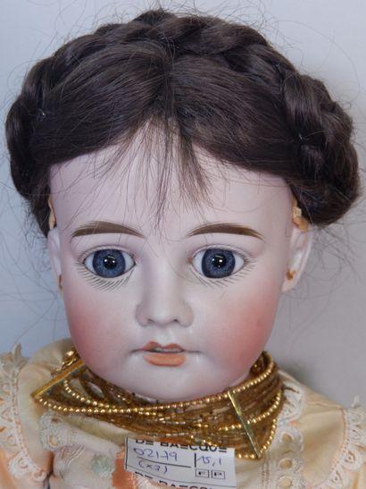 Lot de trois poupées :  - Poupée Fleishmann, marquée 4 dans la nuque, tête en biscuit,...