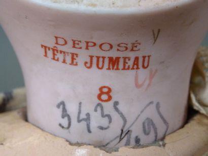 """Poupée """"DEPOSE TETE JUMEAU 8"""" au tampon rouge, tête en biscuit, yeux en émail bleu..."""
