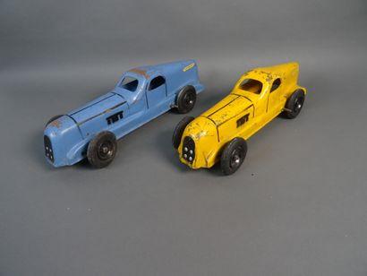 Lot de deux Nervasport (CIJ). Longueur 34 cm. Mécanisme à clé. L'une tôle bleue,...
