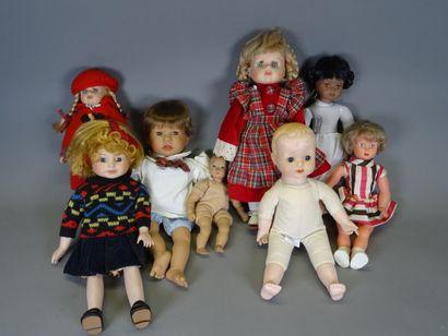 Lot de huit poupées contemporaines, certaines...