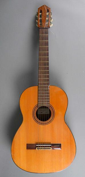 Guitare classique faite à Paris par Jacques...