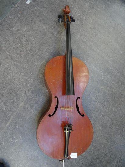 Curieux violoncelle modèle Pharasius fait...