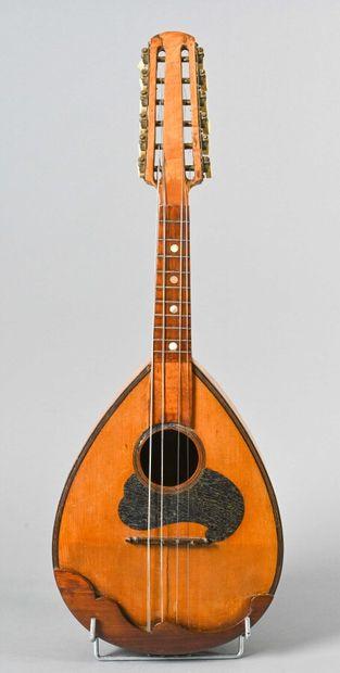 Mandoline à six doubles cordes  A restau...