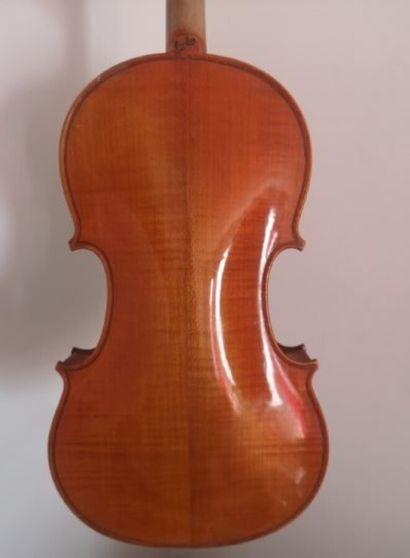 Violon fait à Mirecourt vers 1920, en modèle Breton dont il porte l'étiquette et...