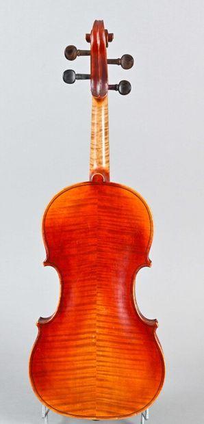 Violon de l'atelier de Nicolas Vuillaume fait pour Paul Blanchard à Lyon. Il porte...
