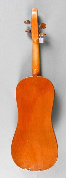 Violon demi forme vièle, de A. Jacot fait en Suisse en 1936, portant son étiquette....