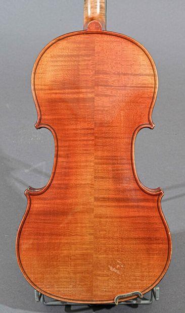 Violon 4/4 fait main portant étiquette de Francesco Rugeri. Fond deux pièces 353...