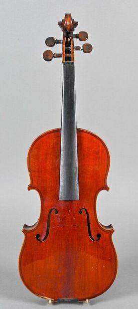 Beau violon fait à Mirecourt vers 1900, portant...