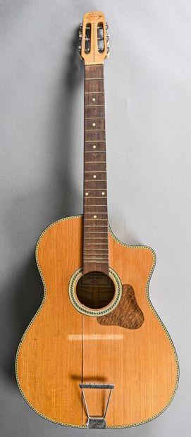 Guitare jazz de Couesnon luthier à Mirecourt,...