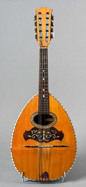 Mandoline française faite vers 1920, fond...