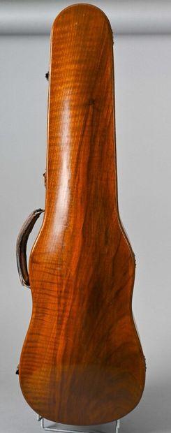 Bel étui de violon fait vers 1900 en noyer...