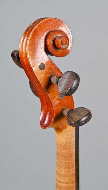 Violon fait à Mirecourt début XXe siècle, portant la marque Amatus. Fond deux pièces...