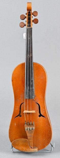 Violon forme vièle fait par A. Jacot à Neuchâtel...