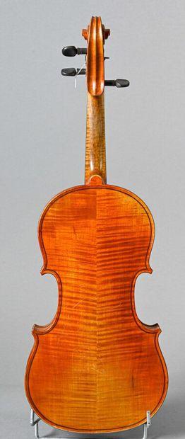 Joli violon 3/4 fait à Mirecourt vers 1900, sans étiquette. Bon état. Fond deux...