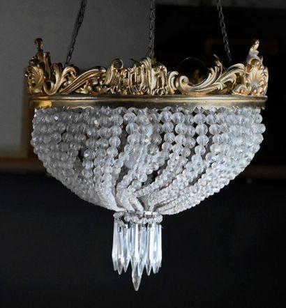 Suspension demi-sphérique à enfilage de perles et monture en bronze doré  H. 30...