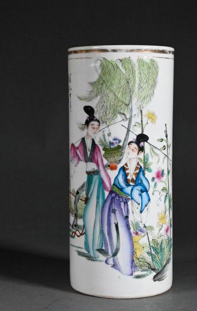 CHINE - XXe siècle  Vase rouleau en porcelaine...