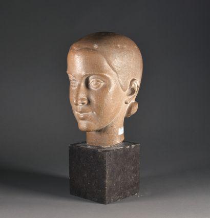 Georges SALENDRE (1890-1985)  Portrait de Madame Thérèse ROCHET  Scupture en pierre,...
