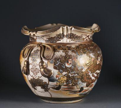 JAPON, Satsuma - XXe siècle  Grand cache-pot...