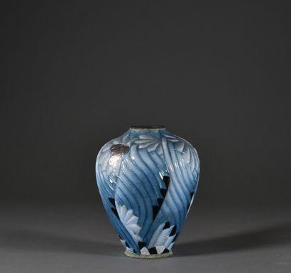 Camille FAURE à Limoges (1874 - 1956)  Vase en métal émaillé, à décor de motifs...