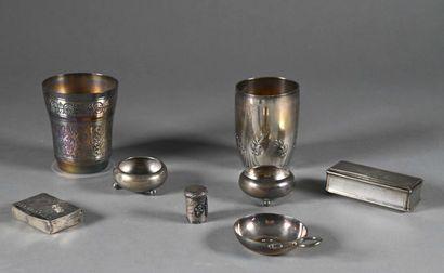 Lot de pièces en argent comprenant deux timbales,...