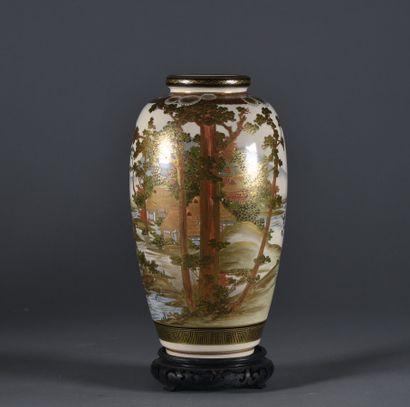 JAPON, Satsuma - XXe siècle  Petit vase en...