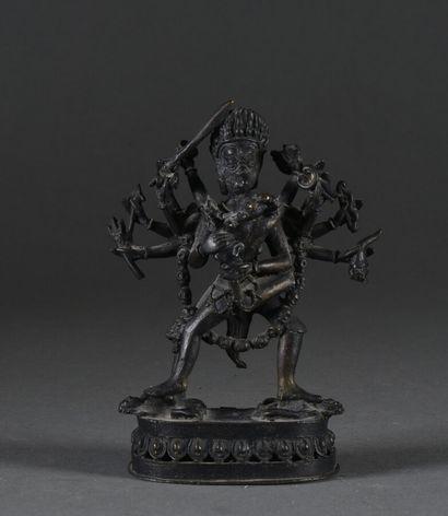 TIBET - Vers 1900  Garuda à douze bras enlaçant...