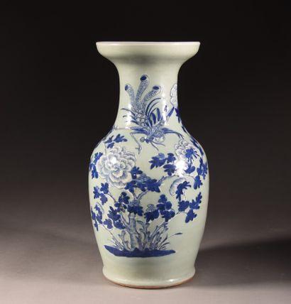CHINA - 19th century  Porcelain baluster...