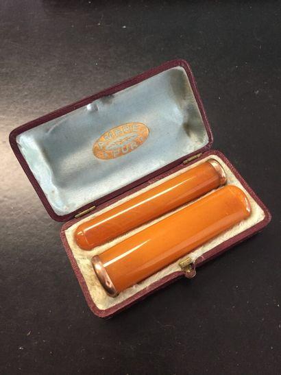 Fume cigarette en ambre, bordure en or jaune...