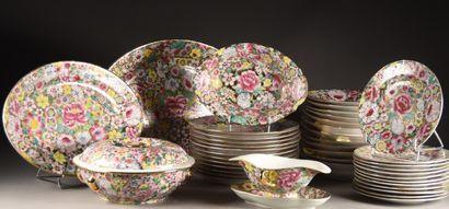 CHINE, Canton - XXe siècle  Service en porcelaine...