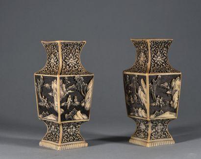 CHINE - XXe siècle  Paire de vases balustre...
