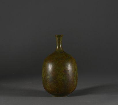 CHINE du Sud (?) - XIXe siècle  Petit vase...