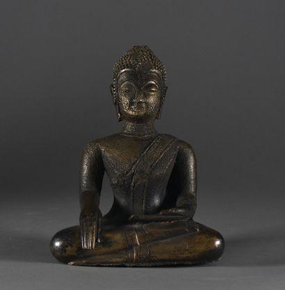 LAOS (?) - XXe siècle  Bouddha assis en bronze...