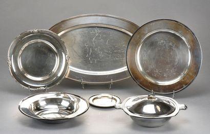 Important lot en métal argenté comprenant:...