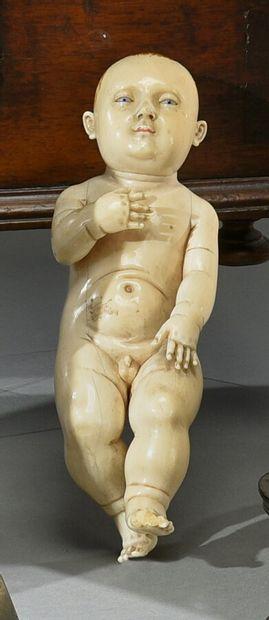 **Important Enfant Jésus en ivoire, les yeux...