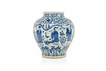 CHINE – Epoque MING (1368-1644) Vase pansu en porcelaine, à décor blanc bleu de huit...