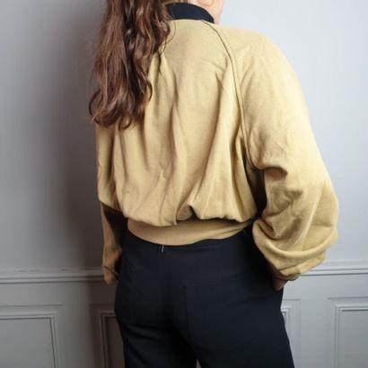 ANN DEMEULEMEESTER  Sweat en coton beige, col montant simple fermeture à glissière...