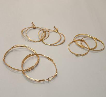 ANONYME  Lot comprenant deux bracelets d'avant...