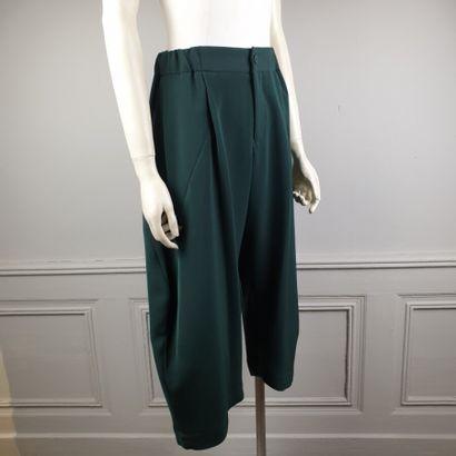 ISSEY MIYAKE n°IM79-FF520.  Pantalon large...