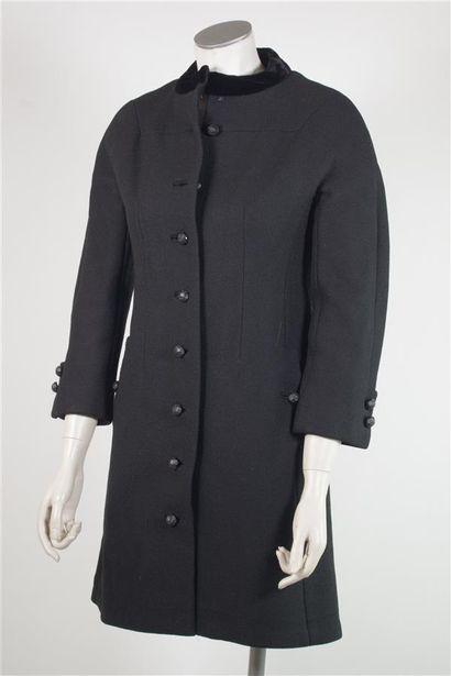 LA FLAQUE DE PARIS  Manteau en lainage noir,...