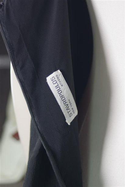 STAVROPOULOS  Robe du soir courte en mousseline gaufrée noire, bretelles et tour...