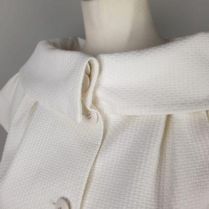 CHRISTIAN DIOR par John Galliano  Boléro en piqué de coton blanc, important col...