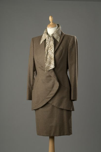 HANAE MORI Couture  Tailleur en feutre marron...
