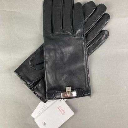 HERMES Paris  Paire de gants en agneau noir,...
