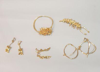ANONYME  Lot comprenant cinq bijoux créateur...