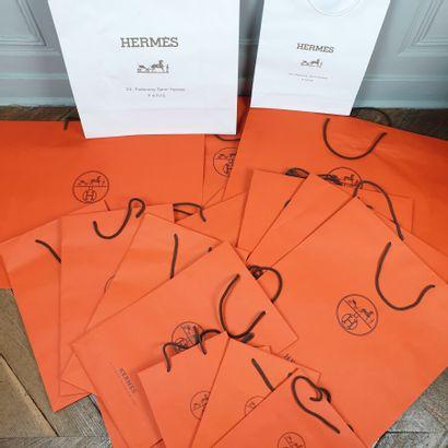 Lot comprenant 79 sacs papier Hermès orange...