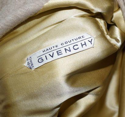 GIVENCHY Haute Couture n°85485  Robe au genou en jersey beige chiné, profond décolleté...