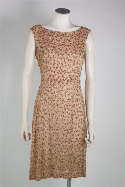 ANONYME, circa 1965  Robe au genou en soie...