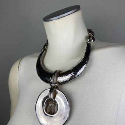 YVES SAINT LAURENT  Important collier pectoral...